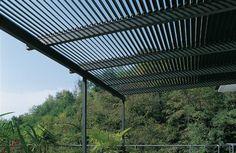 Unopiu Méridienne: Terrassenüberdachung als Sonnen- und Regenschutz. Drehbare Lamellen aus Aluminium. Für mich die perfekte Lösung.