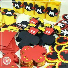 Caixinhas, forminhas, tags e toppers personalizados no tema Mickey pra deixar a festinha ainda mais linda. Festa Mickey, tema Mickey, personalizados Mickey, decoração Mickey!