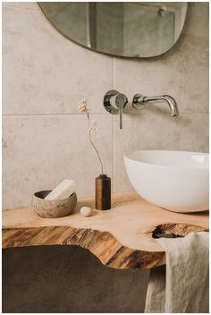 10 tips for styling the perfect product shot for instagram — My Kind Lifestyle Interior Stylist, Home Interior Design, Studio Interior, Bathroom Inspo, Master Bathroom, Bathroom Staging, Natural Bathroom Interior, Minimalist Home Decor, Interiores Design