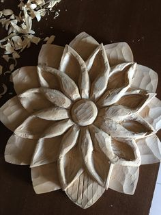 Simple Wood Carving, Wood Carving Art, Wood Crafts, Diy And Crafts, Arts And Crafts, Beginner Woodworking Projects, Woodworking Crafts, Woodcut Art, Chip Carving