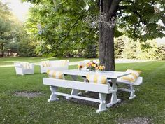 HHBN113_Outdoor-Dining-Area-Picnic-Table