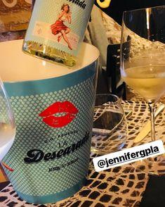 Momentos que comparten nuestr@s clientes más #somniscanallas y #ladescarada 💃 @5_caixes_i_mitja Vodka Bottle, Drinks, Drinking, Beverages, Drink, Beverage