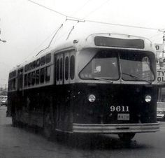 Electric bus operated by the CTA  (Chicago Transit Authority)