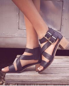 The easy, breezy style of these Steve Madden sandals makes them perfect for everyday wear.