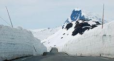 Snøen ligg lenge utover sommaren langs Valdresflyvegen. Her eit parti mot Bitihorn. Foto: Nils Rogn
