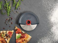 Compra Joseph Joseph Disc - Cortapizzas con protector de hoja extraíble en Amazon.es