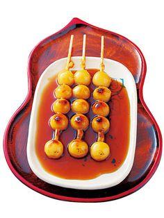 Mitarashi Dango, skewered rice dumplings in sweet soy glaze みたらし団子