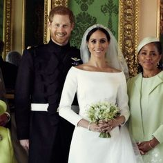 May 2018 The official royal wedding photos of Prince Harry & Meghan Markle, posing here with Meghan's mother, Doria Ragland. Prinz Harry Meghan Markle, Meghan Markle Prince Harry, Prince Harry And Megan, Prince Henry, Royal Wedding Harry, Harry And Meghan Wedding, Royal Weddings, Prince Harry Wedding, Princess Diana Family