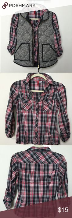 H&M plaid Top H&M plaid top- EUC- Red and Black plaid, form fitting top, v-neck,button up, two front pockets, can roll up sleeves, size 6. H&M Tops Button Down Shirts