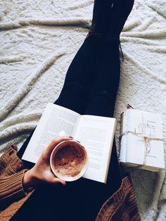 Books and Coffee ✌️ Buch und Kaffee.
