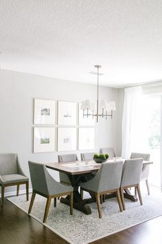 Tour a Photographer's Stunning Florida Abode That's the Perfect Touch of Glamour (The Everygirl) Dining Room Wall Decor, Dining Room Design, Dining Area, Dinning Table, World Of Interiors, Transitional House, Transitional Wall Decor, Home Living Room, Decoration