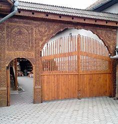 #Erdély #székelykapu Hungary, Natural Beauty, Garage Doors, Outdoor Decor, Nature, Diy, Home Decor, Naturaleza, Decoration Home