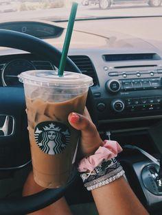 𝐩𝐢𝐧𝐭𝐞𝐫𝐞𝐬𝐭: 𝐟𝐚𝐲𝐞𝐥𝐢𝐬𝐞𝐞 ♡ Coffee Cozy, Coffee Date, Coffee Corner, Iced Coffee, Coffee Drinks, Coffee Shop, Coffee Menu, Coffee Girl, Coffee Lovers