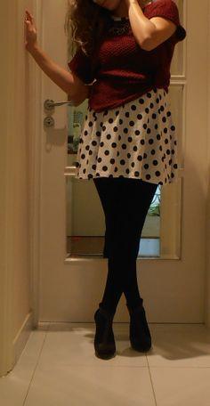 Christmas party outfit polka dots fashion burgundy winter elegance cute opak leggings