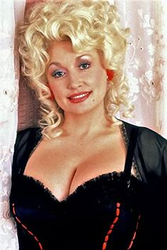 Dolly Parton in The Best Little Whorehouse in Texas Dolly Parton Pictures, Dolly Parton Quotes, Rachel Welch, Old Movie Stars, Hello Dolly, Beautiful Women, Hollywood, Actresses, Portrait
