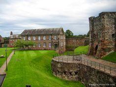 Qué ver en Lake District y Windermere - Viajar es vida Cumbria, Carlisle England, Carlisle Castle, English Castles, Windermere, Lake District, Places To Visit, Mansions, House Styles