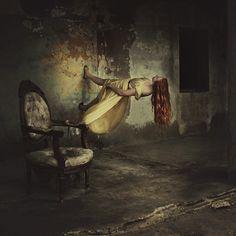 Brooke Shaden, Gå på väggar / Brooke Shaden, Walking on walls