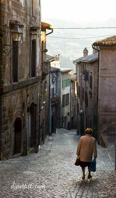 *Italy* *Italy* *Italy*  I love old stuff. Old buildings...old people....old jewelry....ancient,rare,precious, wise and always in style <3