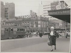 Memory Lane Monday: So this is how racing for the tram on Monday morning looked like in Corner Flinders and Swanston Street. Photo: State Library of Victoria via Melbourne Central Melbourne Central, Melbourne Suburbs, Melbourne Cbd, Melbourne Victoria, Victoria Australia, Melbourne Australia, Australian Continent, Largest Countries, Landscape Photos