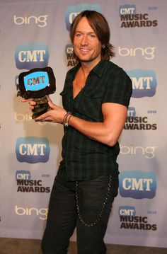 2010 CMT Awards - keith-urban Photo