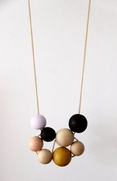 DIY wooden bead necklace, with copper and gold Kette aus Holzperlen mit Gold und Kupfer - Selbermachen Wooden Bead Necklaces, Wooden Jewelry, Wooden Beads, Beaded Jewelry, Jewelry Necklaces, Handmade Jewelry, Chain Bracelets, Silver Jewelry, Kids Jewelry