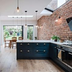20 Open plan kitchen extension with industrial touches ~ Home Design Examples Home Decor Kitchen, Kitchen Living, Kitchen Interior, New Kitchen, Home Kitchens, Brick Interior, Industrial Kitchen Design, Urban Kitchen, Color Interior
