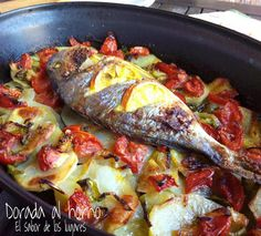 DORADA AL HORNO | Comparterecetas.com Fish Dishes, Seafood Dishes, Fish And Seafood, Seafood Recipes, Mexican Food Recipes, Fish Recipes, Healthy Cooking, Cooking Recipes, Healthy Recipes