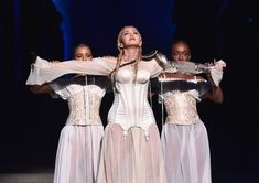 Madonna - MET Gala 2018 Six masterpieces that appear on the video of Madonna's performance on Met Gala Music Mood, New Music, Latest Music, Music Songs, Music Videos, Madonna Music, Green News, Types Of Music, Beautiful Songs