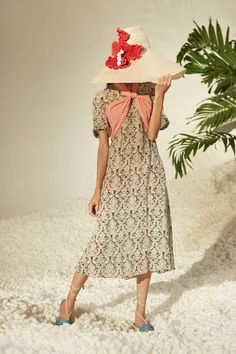 See the complete Rosie Assoulin Spring 2017 Ready-to-Wear collection.