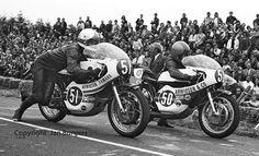 Jarno Saarinen y Teuvo Länsivuori, 1972 Hengelo Races, Holanda Racing Motorcycles, Vintage Motorcycles, Baby Bike, Bike Style, Super Bikes, Biker Girl, Road Racing, Motogp, Motorbikes
