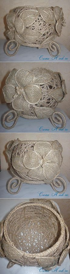 Vase of jute twine. Flowers and leaves of burlap and twine Twine Crafts, Yarn Crafts, Diy Crafts, Sisal, Burlap Projects, Diy Craft Projects, Burlap Flowers, Fabric Flowers, Hobbies And Crafts