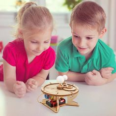 Science Toys, Science For Kids, Eclipse Solar E Lunar, Steam Toys, Solar System Model, Sun And Earth, Christmas Turkey, Puzzles For Kids, Wooden Diy