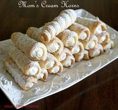 Don't miss this delicious home made dessert recipe of Cream Horns Dessert Simple, Top Recipes, Cooking Recipes, Elegante Desserts, Cream Horns, Puff Pastry Recipes, Köstliche Desserts, Thanksgiving Recipes, Cookies Et Biscuits