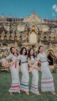 Traditional Dresses Designs, Myanmar Dress Design, Myanmar Women, Myanmar Traditional Dress, Fashion Design Sketches, Preppy Outfits, Dress Collection, Blouse Designs, Beautiful Outfits