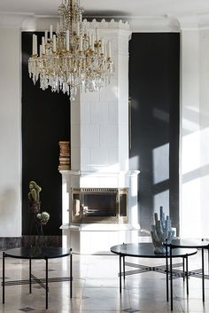 This is an asymmetric design. The chandelier is off center and none of the decorations match up when they could have made this symmetric also. Monochrome Interior, Black And White Interior, Black White, White Chic, Scandinavian Interior, Interior Architecture, Interior And Exterior, Home Decoracion, Interior Decorating