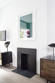 Minimal black inset fireplace in Templer Townhouse by Workshop for Architecture Black Fireplace Surround, Inset Fireplace, Art Deco Fireplace, Modern Fireplace, Fireplace Surrounds, Fireplace Design, Fireplace Drawing, Fireplace Frame, Simple Fireplace
