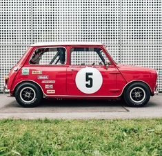 This is the perfect car for starting your day with a smile. Mini Cooper Classic, Mini Cooper S, Classic Mini, Fiat 500, Truck Roof Rack, Classic Race Cars, Retro Cars, Mini Me, Toys For Boys