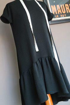 Great instruction how to draft this dress | Schnittkonstruktionsanleitung für ein einfaches Kleid mit Rüsche: http://urbanska-ilovesewing.blogspot.de/2015/04/mmm_15.html