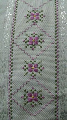 Risultati immagini per ponto reto - toalhabordado bargello o florentino Swedish Embroidery, Hardanger Embroidery, Learn Embroidery, Silk Ribbon Embroidery, Cross Stitch Embroidery, Hand Embroidery, Cross Stitch Borders, Cross Stitch Flowers, Cross Stitch Designs