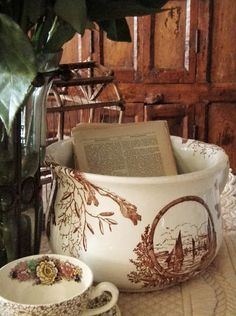 Brown English Transfer Ware ~ I like this, but am afraid to find out what original use was for. did they decorate their chamber pots? Antique Dishes, Vintage Dishes, Vintage Kitchen, Fresh Farmhouse, Brown House, White Cottage, Cottage Chic, Little Brown, English Style