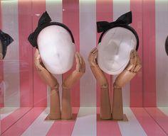 shop window of Louis Vuitton in Bond Street, London Visual Merchandising Displays, Visual Display, Display Design, Store Design, Library Displays, Store Displays, Window Displays, Retail Windows, Store Windows