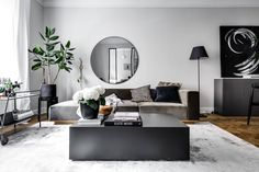 Mood: Monochrome🖤 Monochrome is a design trend where a space is decorated in different shades of one colour, with black and white being a popular colour scheme chosen for this type of interior design. Living Room Mirrors, Living Room Decor, Living Room Goals, Piece A Vivre, Scandinavian Home, Dream Rooms, Kate Moss, Small Apartments, Home Decor Styles