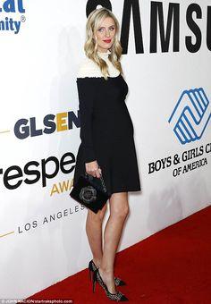 Pregnant Nicky Hilton rocks studded heels atSamsung soirée #dailymail