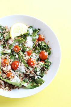 This 5 Ingredient Tomato Spinach Quinoa Salad is healthy and light, great for lunch and ready in less than 30 minutes! Vegan and Gluten Free! / TwoRaspberries.com