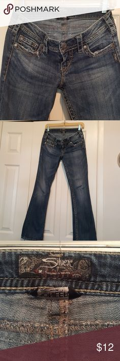 SILVER JEANS. ****back pocket one button missing******. Waist 27, lnseam 31 inches. A great pair of jeans. Silver Jeans Jeans