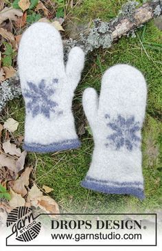 Icy Paws - Felted mittens with star for Christmas. Piece is knitted in DROPS Lima. Free knitted pattern DROPS Extra 0-1413