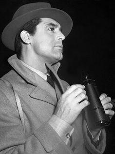 Cary Grant    steamboatbilljr:    Cary Grant at the races, 1940              (via TumbleOn)