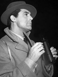 Cary Grant    steamboatbilljr:    Cary Grant at the races, 1940              (via TumbleOn)