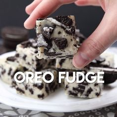 Oreo Fudge whips up fast, with only 3 ingredients! Perfect for Christmas neighbor plates!This Oreo Fudge whips up fast, with only 3 ingredients! Perfect for Christmas neighbor plates! Easy Desserts, Delicious Desserts, Yummy Food, Oreo Desserts, Baking Desserts, Oreo Treats, Tasty Snacks, Birthday Desserts, Baking Cupcakes