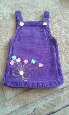 A simple beautiful model for novice knitters. If you want, you can also decorate with ready-made flowers. Ingredients: Purple baby wool 3 number pointed Informations About Acemi örgücüler için … Knitting Blogs, Knitting For Kids, Knitting For Beginners, Baby Knitting Patterns, Hand Knitting, Crochet Patterns, Knit Baby Dress, Knitted Baby Clothes, Baby Pullover
